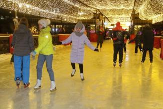 Искусственный лед спасет: в Казани обещают открыть 19 катков и 8 лыжных трасс