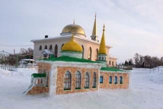 Дар небес: в Татарстане строят мечети из снега
