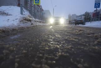 «Их клали даже не при Брежневе, а при Хрущеве»: в Казани из-за морозов рвутся советские трубы, оставляя без воды жильцов многоэтажек