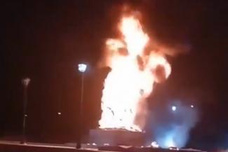 Дёшево и сердито: в Татарстане дети из баловства спалили пластиковый памятник Воину-освободителю, на котором сэкономили местные власти