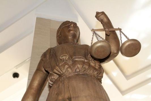 Как судья от адвоката из суда сбежал