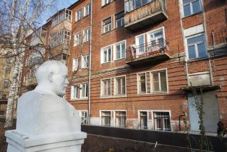 Ленин всегда с тобой: двор казанской пятиэтажки — магнит для китайских туристов