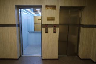 Застряла свадьба: в лифте казанской «Чаши» советуют не ездить большими компаниями