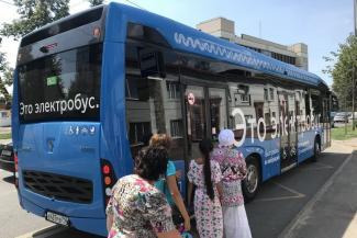 «А зачем нам это чудо света?»: тихий и прохладный синий электробус напугал пассажиров казанских «краснобусов»