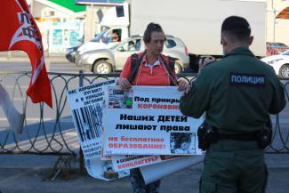 Бей, барабан! или «Сколько вам заплатили?»: в Казани протест против добровольно-принудительной вакцинации вышел из Интернета на улицы