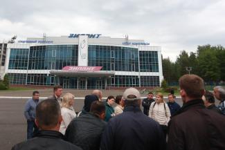 «Показывают, как Путин в хоккей играет, а детей на улицу выгоняют!»: родители юных хоккеистов из казанской ДЮСШ «Зилант» не поняли своего счастья