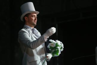 О, боже, какой мужчина!.. Питерский баритон покорил зрительниц казанского Шаляпинского фестиваля
