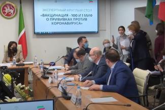 «Вы о последствиях людей предупреждаете?»: противницы вакцинации от ковида в Казани поскандалили с чиновниками
