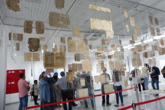 Эпитафии Золотой Орды, «Книга сновидений» и олигарх на открытии: Нацбиблиотека РТ приглашает в мир татарской книжности