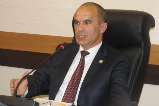 Министр образования Татарстана пообещал избавить родителей от поборов к Новому году