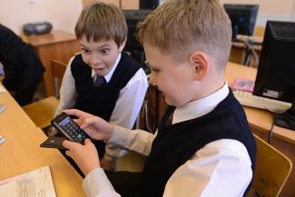 В школах и детсадах Казани запрещают мобильники и соцсети
