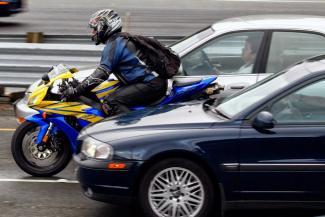 Казанские автомобилисты и гаишники не хотят пускать байкеров в междурядье