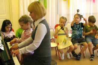 «Мы ведь не просим повысить нам зарплату, просим не отнимать ту, что есть»: работники детсадов в Татарстане жалуются Путину на дискриминацию