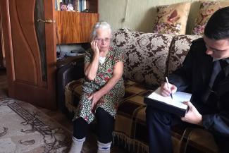 «Это окно вас убьет!»: аферисты выманили у казанской старушки 200 тысяч рублей за ненужный ремонт пластиковых окон