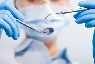 «Заплатила 150 тысяч за то, что меня изуродовали»: в Казани пациентка частной стоматологии требует наказать врача за свои слезы