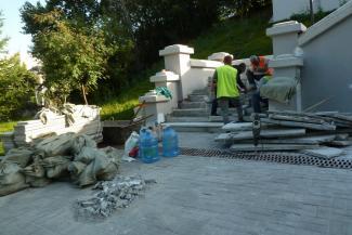 «Ну какое в наше время качество?»: в Казани заново чинят лестницу у Ленинского сада, отремонтированную два года назад