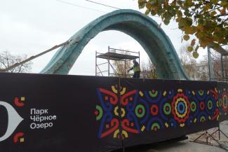 «В Черном озере хорошо деньги отстирывать»: в казанском парке заменили крошку на дорожках, а переделку лестниц отложили на будущий год