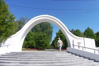 Лестницы раскрошились, деревья не прижились: в казанском парке «Черное озеро» продолжают осваивать миллионы