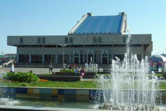 Камаловский театр в Казани ждет великое переселение, а что будет с «парусником» на берегу озера Кабан?