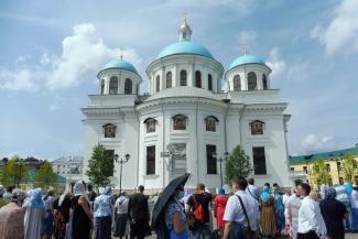 «Кто-то получит из воздуха 3,5 миллиона»: казанские экскурсоводы не хотят платить за право водить туристов в новый собор Казанской иконы Богоматери