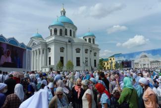 «Ваши имена занесены в историю»: патриарх Кирилл освятил в Казани воссозданный собор и наградил причастных