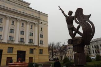 На церемонию открытия памятника Нуриеву в Казани забыли принести цветы