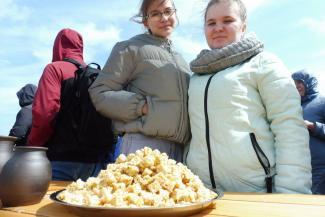 «Чак-чай» на Первомай: в Болгаре в честь открытия туристического сезона съели полтонны сладкого лакомства
