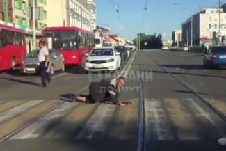 Ползающий Колян с казанского вокзала стал звездой Интернета