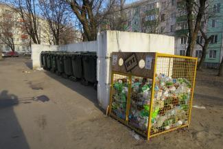 Это наша корова, и мы её доим: главный мусорщик Казани требует убрать из дворов чужие сетки для ПЭТ-бутылок