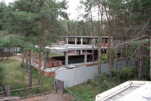"""В Петровском боятся, что, несмотря на решение суда, этот """"одноэтажный малосемейный дом"""" узаконят"""