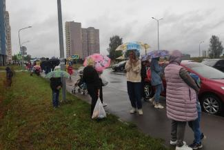 «Мы не миллионеры, чтобы жить в центре, значит, нас за людей не считать?»: для жителей казанских окраин вновь начались мучения от отсутствия школ и дорог