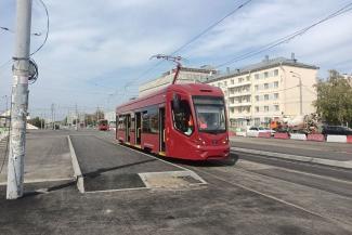 «Тупо залили асфальтом, а могли бы парк разбить»: казанские урбанисты раскритиковали реконструкцию трамвайной остановки на ж/д вокзале