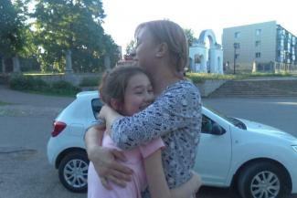 «А органам опеки неповадно будет»: в Казани бабушка с помощью прокурора вернула внучку из детдома