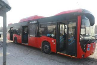 «Ага, получишь тут 50 тысяч!»: на казанских автобусах не хотят работать даже мигранты, а власти предлагают горожанам ездить пореже