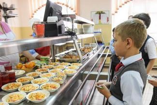 «Дочь за три недели набрала 1,5 кило!»: родители казанских школьников недовольны горячими «путинскими» завтраками