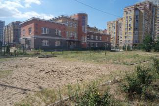 А вы не жалуйтесь!.. В Казани зачистили детскую площадку после просьбы родителей починить карусель