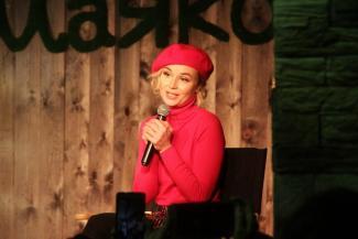 Полина Гагарина — казанским поклонникам: «Давайте писать петиции, чтобы у вас построили хороший концертный зал!»