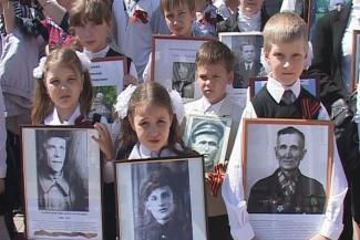 Явка обязательна: казанских школьников выводят на «Бессмертный полк» в приказном порядке