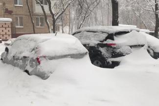 «Не убирают машины - придется ходить по сугробам»: в исполкоме Казани обсудили качество уборки снега