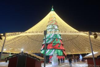 На главной елке Казани предлагают гулять до весны