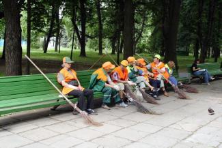 Казанцы согласны работать дворниками только летом, а водителями «краснобусов» - никогда
