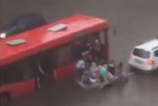 Как казанский Ной пассажиров автобуса выручил