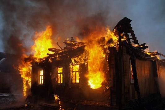 В Татарстане при пожаре сгорела многодетная семья