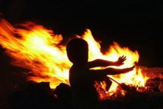 «Мамочка, спаси!»: в Казани запертые в квартирах дети оказываются один на один с огнем
