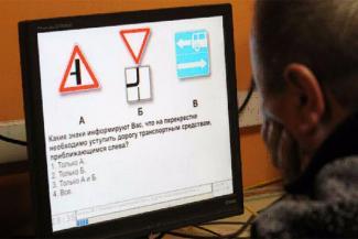 Главного гаишника Нижнекамска, который помог знакомому сдать экзамен на права, оставили без премии, но не подвели под статью
