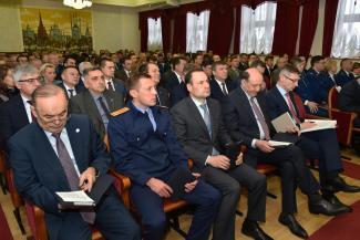 «Это же бомба!»: Рустам Минниханов требует у прокуроров обеспечить доступ газовщиков в квартиры и спасти молодежь от интернет-экстремизма