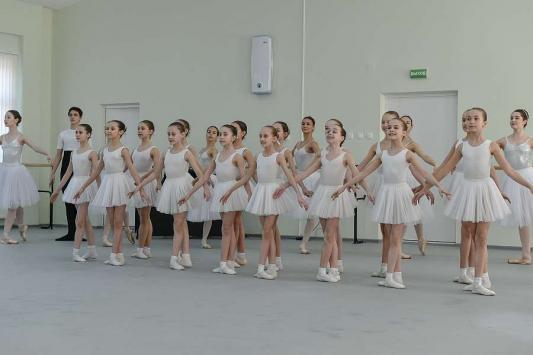 Интернат Казанского хореографического училища показали президенту, мэру и звезде балета