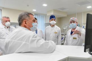 «Страха у нас нет, у нас очень самоотверженный коллектив»: врачи РКБ, которые лечат больных коронавирусом, благодарны ГК «Нэфис» за надежную защиту