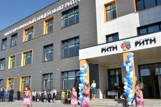 «Родители просят перевести детей в другие классы, а учитель подала заявление»: в новой казанской школе разгорелся скандал из-за поборов