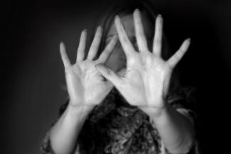 «Услышала «Сдохни, тварь!» и почувствовала толчок»: в Татарстане мать двоих детей обвиняет мужа в том, что он сбросил ее с балкона
